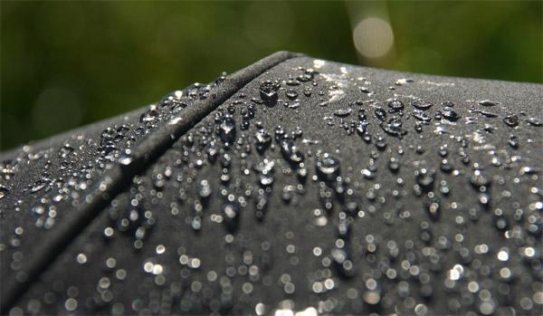 Капли дождя на мембране